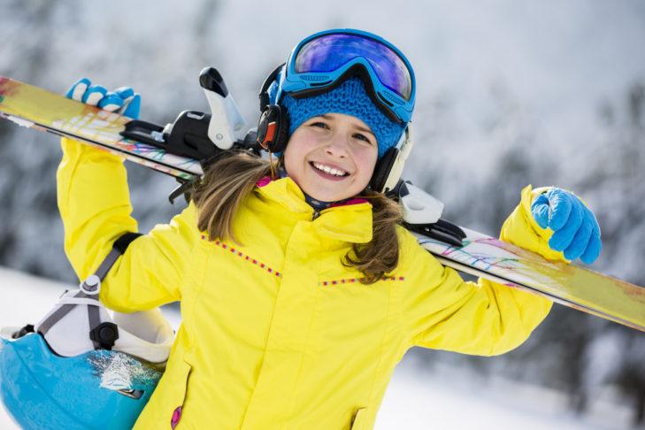 Wer Skifahren und Snowboarden liebt, der trägt auch gerne sein Material.