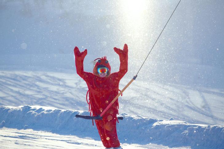 Auch Snowboarder können Spaß beim Liften haben.