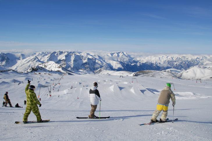 Der Snowpark von Les 2 Alpes liegt auf 3.200 m Höhe im Skigebiet.