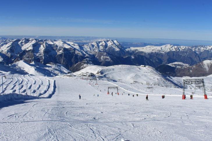 Breite Pisten im Skigebiet Les 2 Alpes.