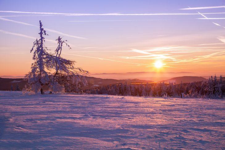 """Der """"Kahle Asten"""" in Winterberg im Abendlicht."""