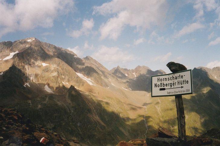 """Der Berg """"Böses Weibl"""" zur Rechten des Berges """"Roter Knopf""""."""