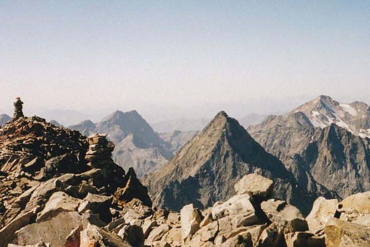 "Markante Berge verdienen markante Namen. Hier der Blick vom ""Roten Knopf""."