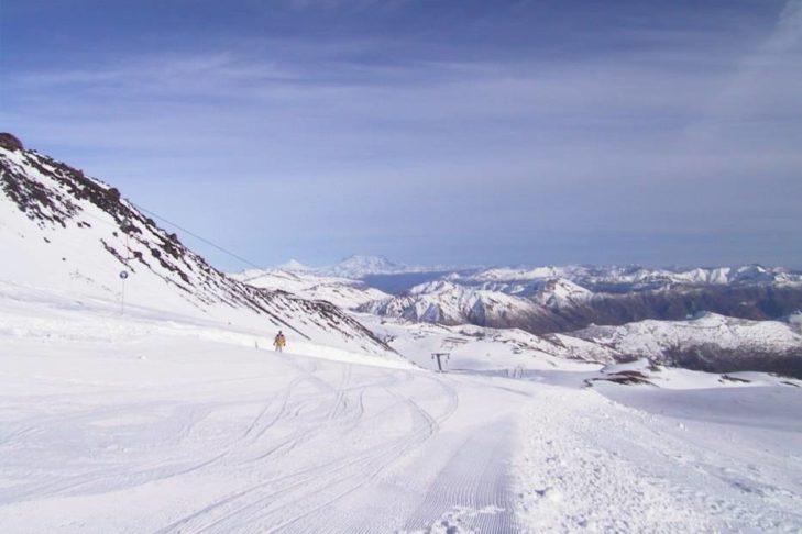 Weiße Weite beim Skifahren in Südamerika.
