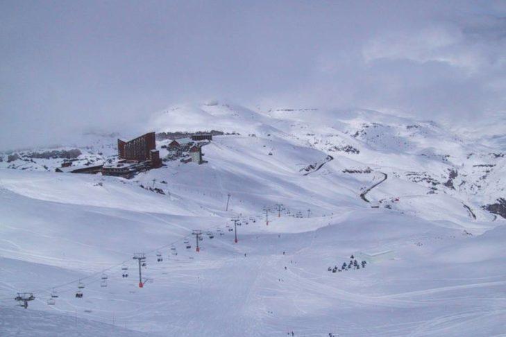 Aufklarende Sicht beim Skifahren in Südamerika.