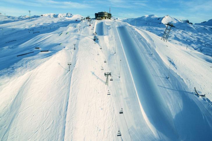 """Im Skigebiet Laax befindet sich die größte Halfpipe der Welt: """"The Big Beast""""."""