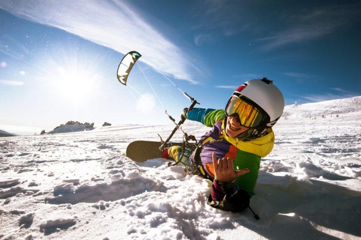 Windiger Spaß im Winter: Snowkiting.
