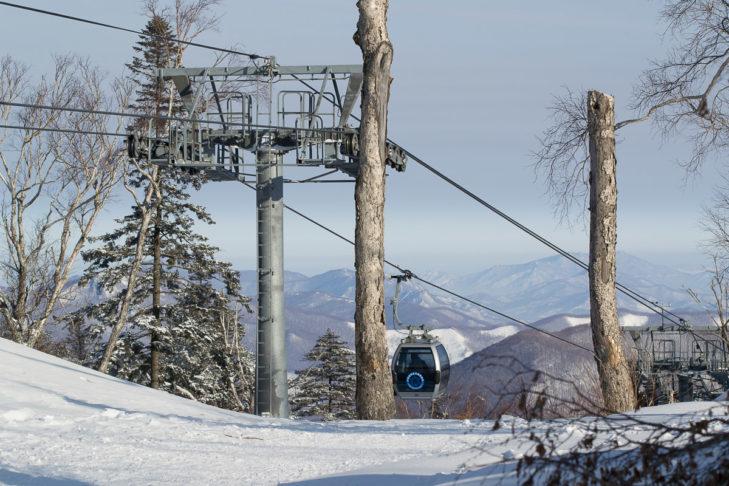 Skifahren in China: Auch hier geht es mit der Gondel nach oben.