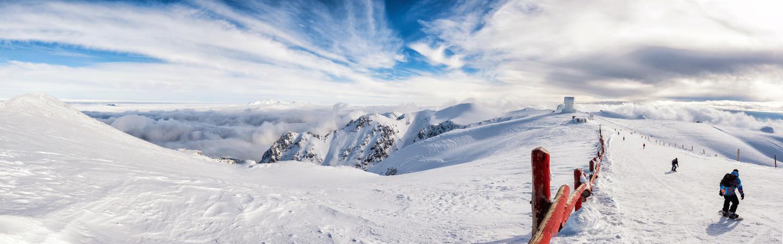 Aussicht vom Berg Helmos im Kalavrita Skiresort.