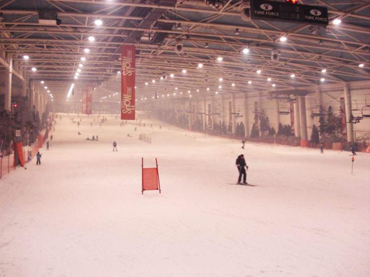 In Madrid können Skiausflüge und Shoppingtouren vereint werden.