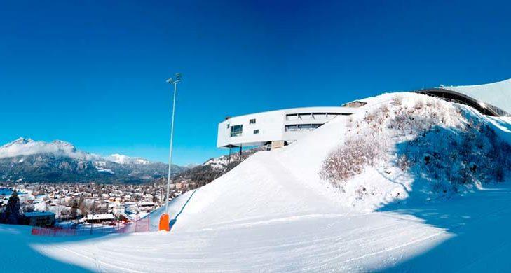 In Garmisch-Partenkirchen findet das legendäre Neujahrsspringen statt.