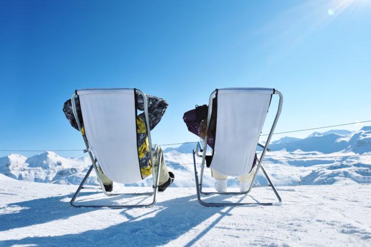 Beim Wintersport im Alter immer wichtig: Pausen einlegen!