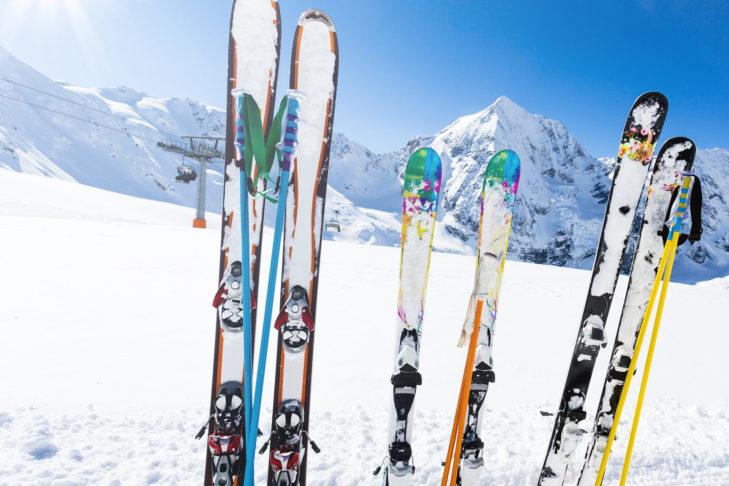 Kurz, lang, breit, schmal? Es gibt viele unterschiedliche Ski-Modelle.