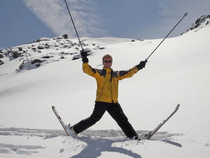 Geschäftsführer Andres Rühl beim Skifahren