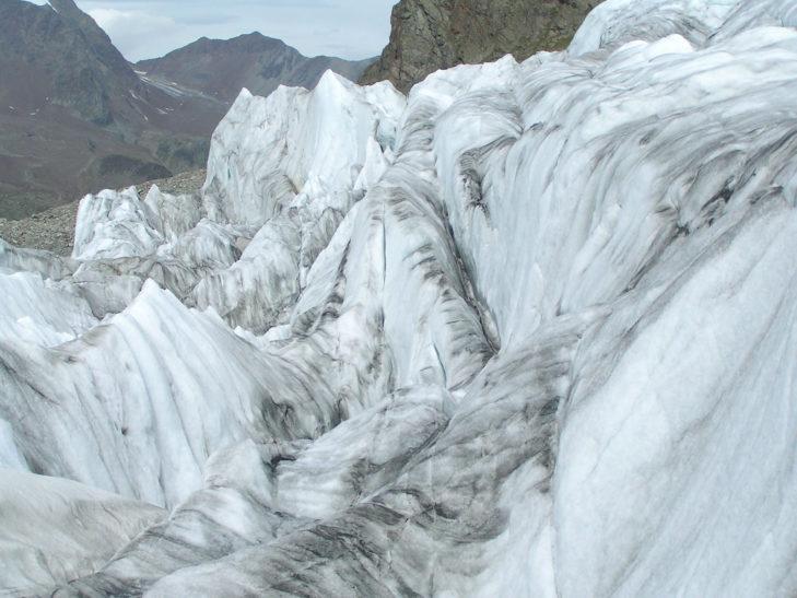 Die Gletscherformationen sind teilweise extrem ausgeprägt.
