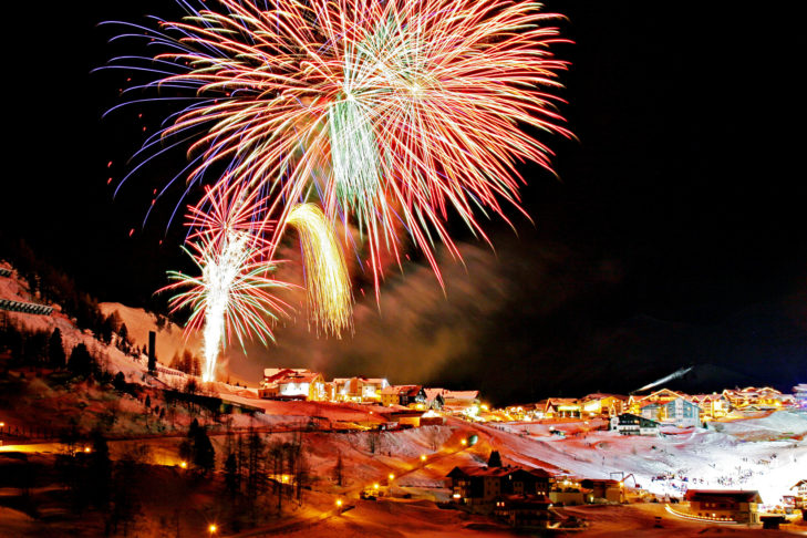 Skiurlaub über Silvester: Spektakuläre Feuerwerke wie dieses wird es vielerorts zu sehen geben.