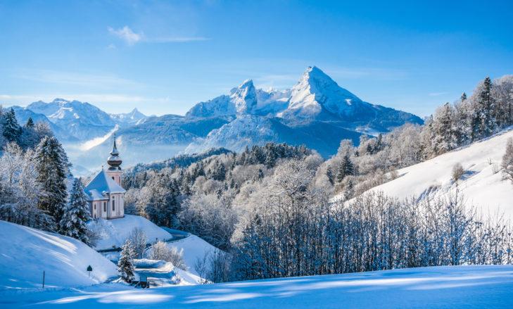Postkartenmotiv im Berchtesgadener Land mit dem Watzmann im Hintergrund.