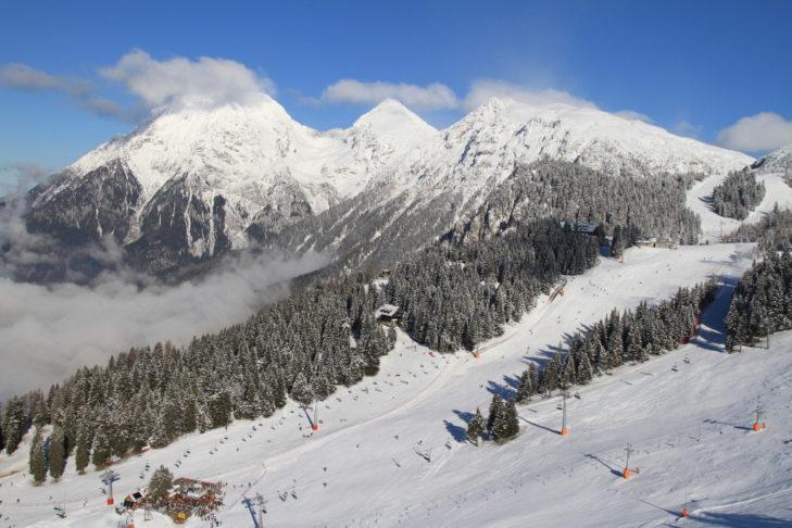 Slowenien bietet moderne Skigebiete mit breiten Pisten und tollen Panoramen.