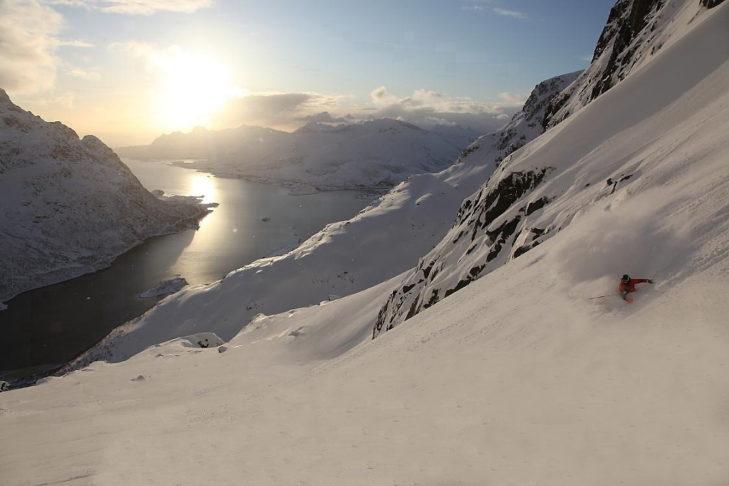 Skifahren der besonderen Art: In Norwegen fährt man mit Blick auf die Fjorde Ski.