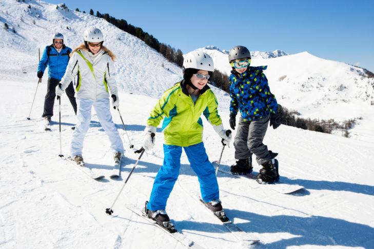 Kinder lernen Skifahren am besten in der Skischule.