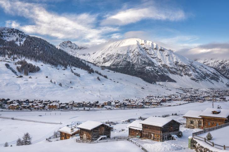 Die malerische Gemeinde Livigno erstreckt sich über einige Kilometer durch das weite Tal.