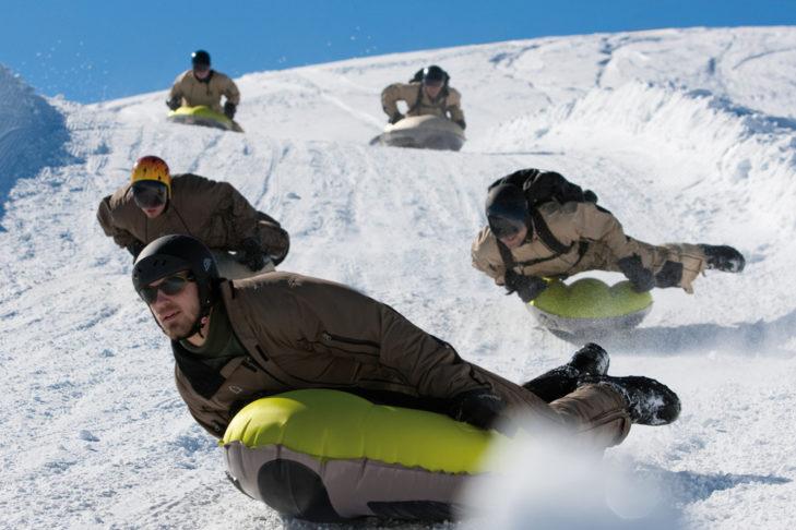 Funsport im Schnee: Airboarden ist eine rasante Angelegenheit.