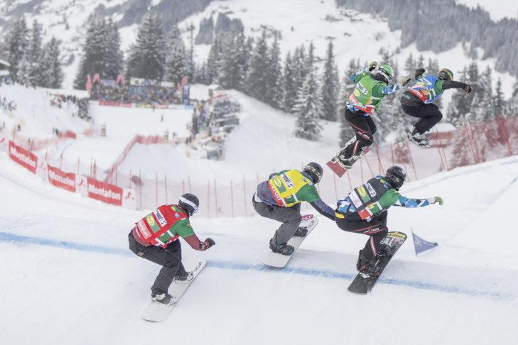 Beim Snowboardcross ist Action garantiert.