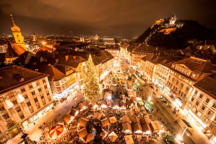 Grazer Weihnachtsmarkt mit Hausberg