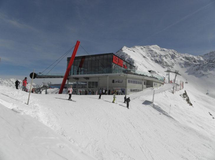Die Adler Lounge liegt mitten im Skigebiet Kals-Matrei.