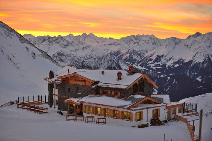 Berghotel-Idylle: Abendstimmung an der Wedelhütte.