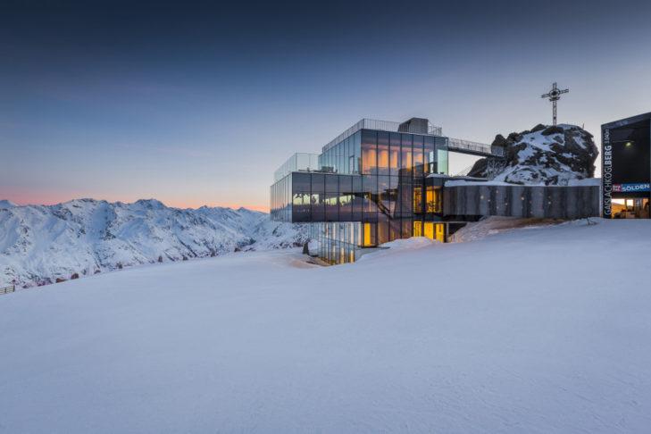 Schlemmen mit Traum-Bergpanorama - das geht im Skigebiet Sölden.