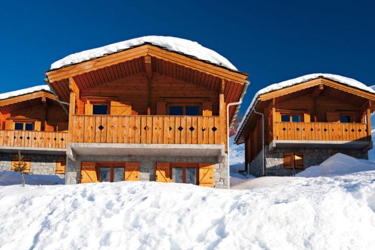 "Buchstabe ""C"" aus dem Skilexikon: Chalets."