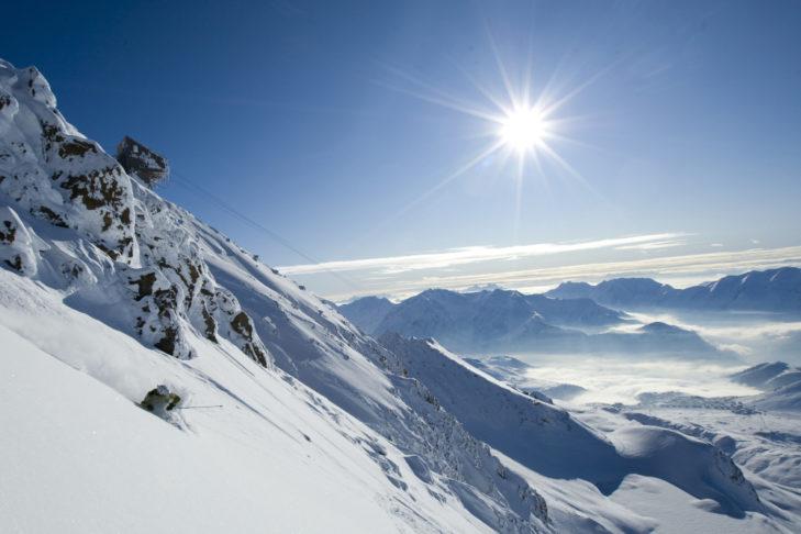 Sonne satt an der Alpe d'Huez.