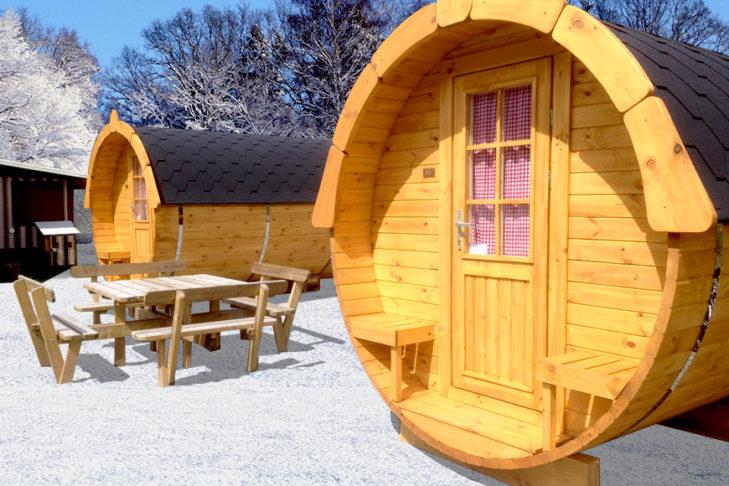 Keine Lust auf Wohnwagen? Im Camping Resort in Grainau an der Zugspitze gibt es auch Schlaf-Fässer - gemütlich!