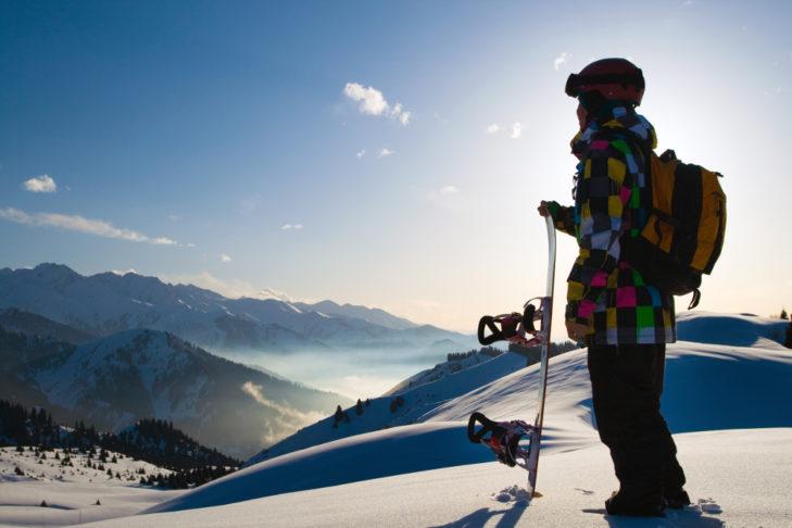 Snowboarder im Gegenlicht © Pavel Ilyukhin - shutterstock.de