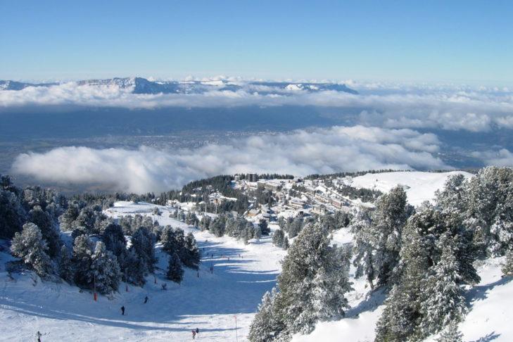 Blick von den Chamrousser Pisten über die Ebene Richtung Grenoble.