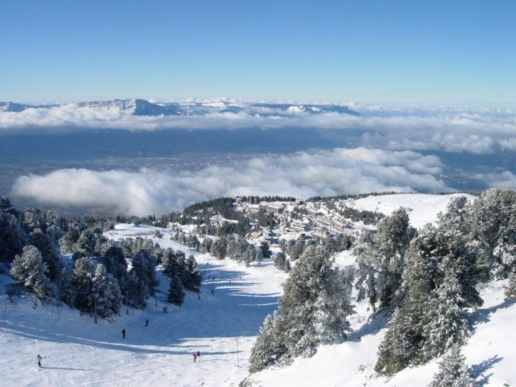 Skigebiet Chamrousse: Blick von den Chamrousser Pisten über die Ebene Richtung Grenoble.