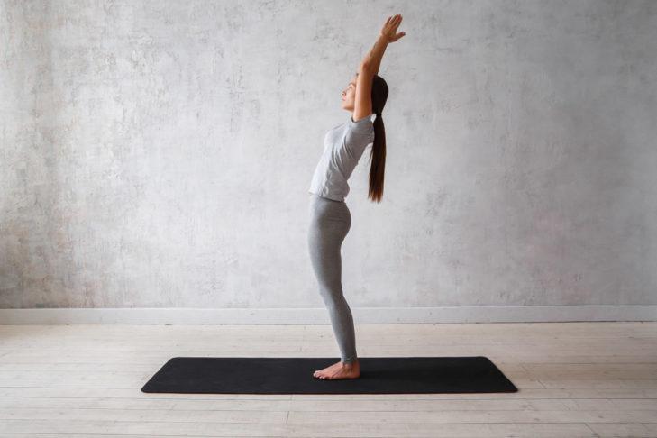 Yoga Übung Tadasana - shutterstock
