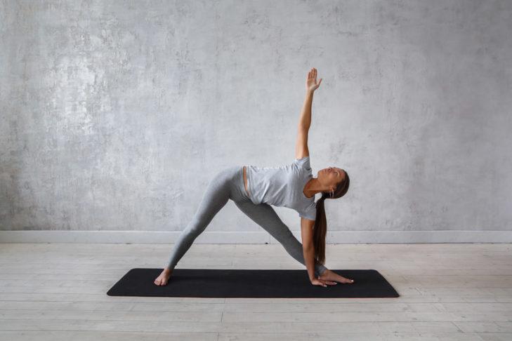Yoga für Wintersportler Dreieck © Evgeny Glazunov - Shutterstock.de