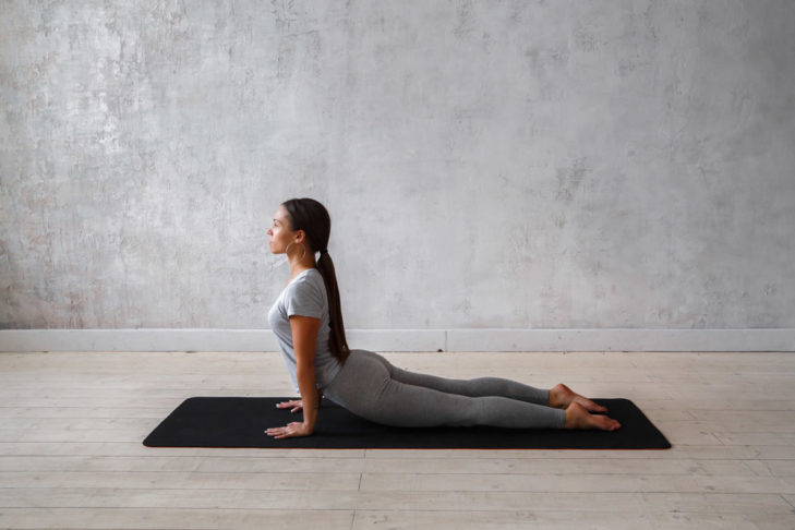 Yoga Übung Kobra - shutterstock