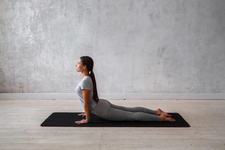 Yoga für Wintersportler Kobra © Evgeny Glazunov - Shutterstock.de