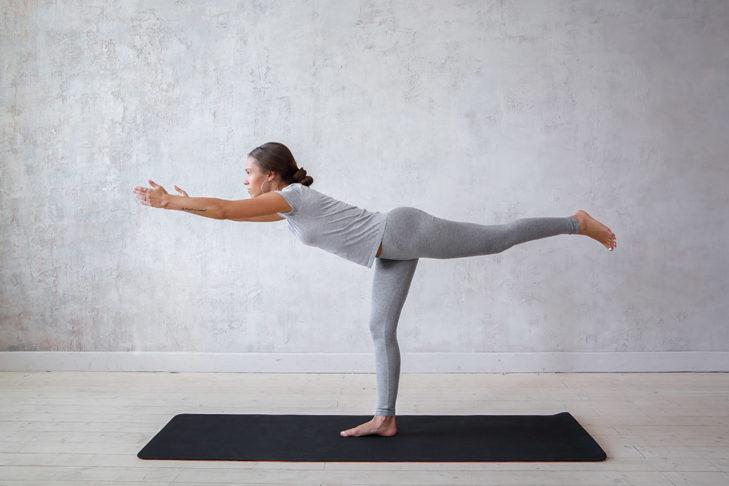 Yoga für Wintersportler Krieger III © Evgeny Glazunov - Shutterstock.de