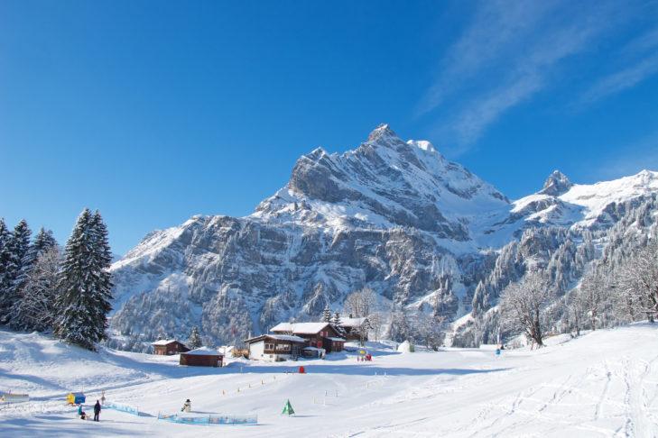 Übersichtliche, flache Übungspisten laden zum sicheren Einstieg ins Skifahren ein.