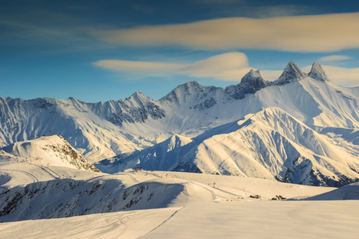Aussicht vom Skigebiet Les Sybelles auf die Aiguilles d'Arves.