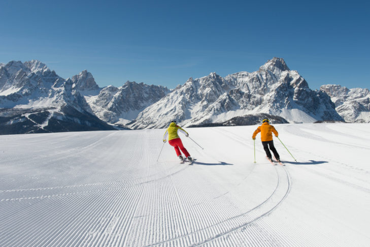 Skifahrer im Skigebiet Helm-Rotwand.