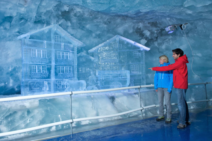 Skigebiet Zermatt: Faszinierende Skulpturen im Gletscherpalast.