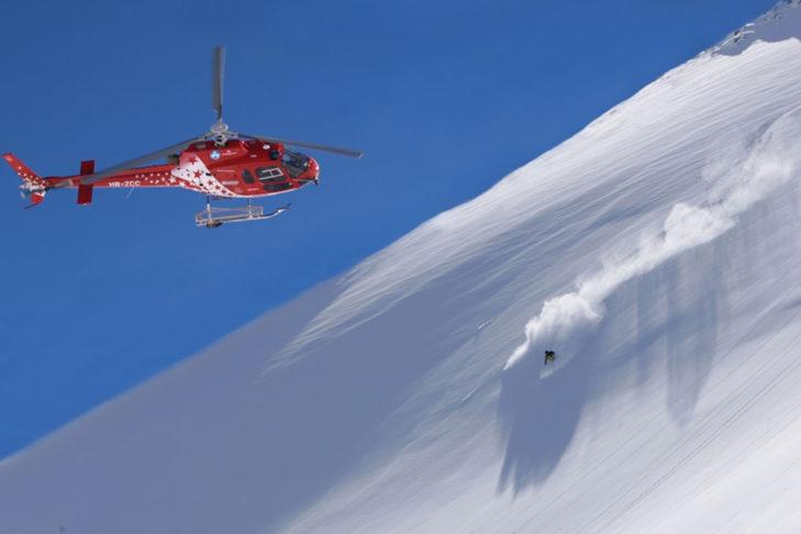 "Buchstabe ""H"" aus dem Skilexikon: Heliskiing."