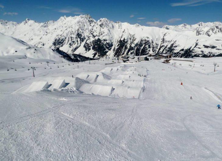 Beliebt bei Freeridern: Der JEEP® Snowpark.