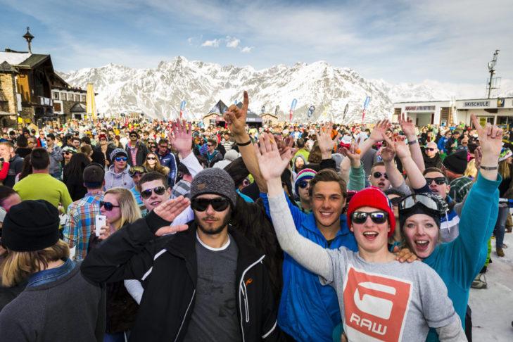 Die Partycrowd beim Electric Mountain Festival in Sölden.
