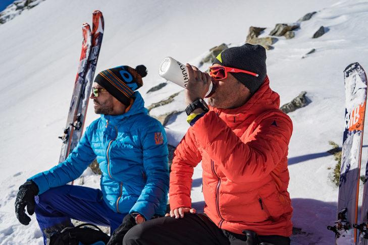 Ausreichende Flüssigkeitszufuhr ist gerade beim Aufstieg enorm wichtig. © Skitourenwinter.com